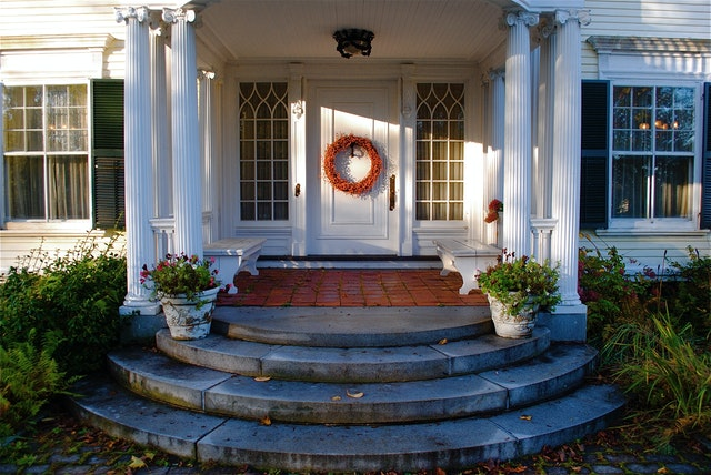 Effective Ways to Accessorize Your Front Entryway